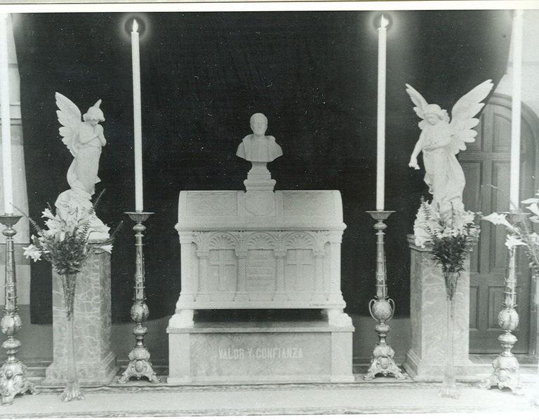 Urna donde estuvieron los restos de JAP, México D.F.