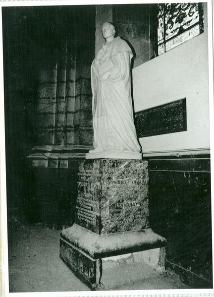Estatua de JAP Templo Expiatorio a Cristo Rey (antigua basílica de guadalupe)