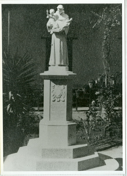 Monumento a San Antonio de Padua Instituto Esperanza, Tacuba D.F.